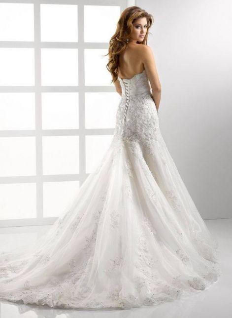 a vonalu menyasszonyi ruha